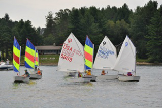 Picture of children sailing Optimists on Deep Creek lake